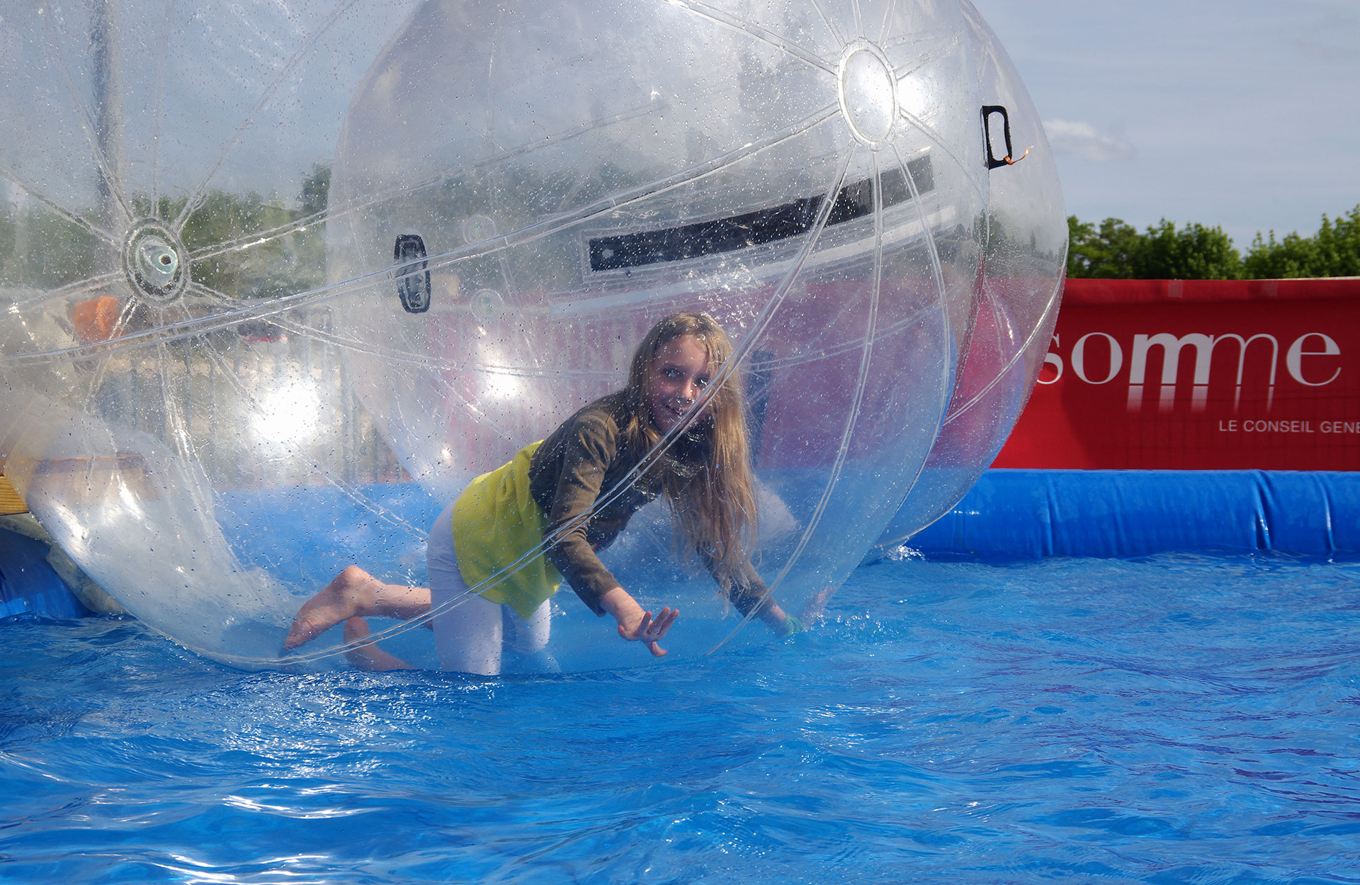 Water ball a noleggio piscina con sfere gonfiabili spettacolo viaggiante - Gonfiabili con piscina ...